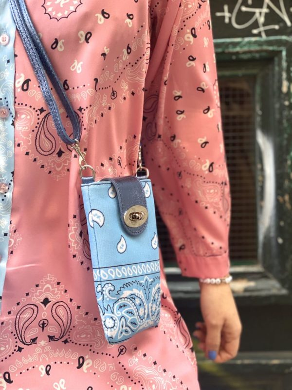 pochette telephone bandana bleu